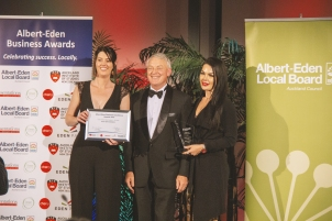 Laser Clinics New Zealand St Lukes, Winner of Best New Business with Mayor Phil Goff