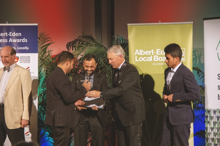 Paradise Sandringham, Winners of the People's Choice Award with Mayor Phil Goff.